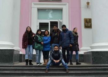 Shobhit Jayaswal of Global Medical Foundation with our students in the campus of Vinnitsa National Medical University.